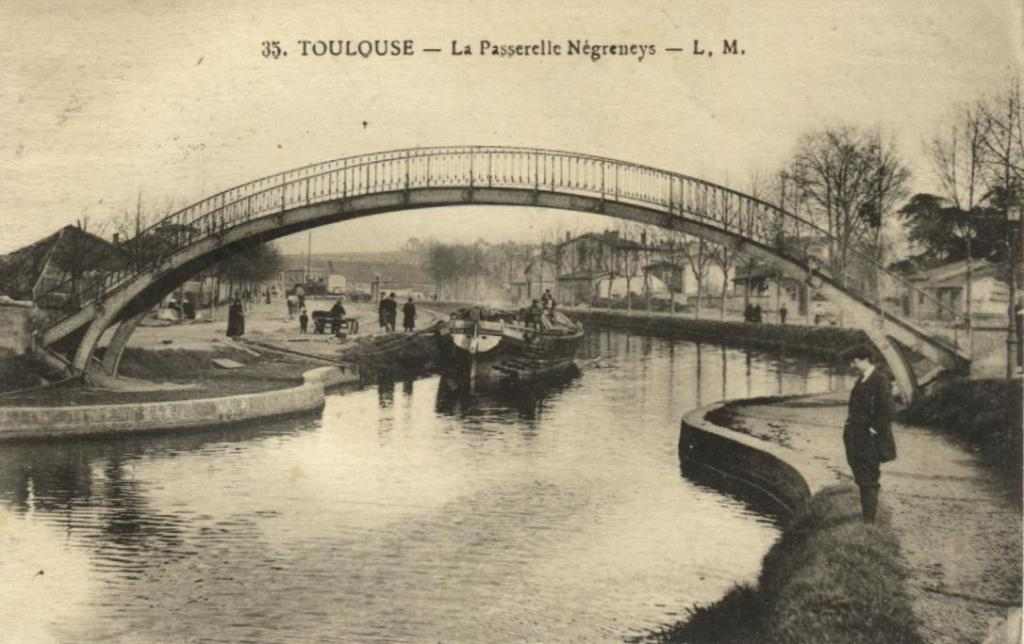 """Toulouse minimes canal du midi postcard"" by Pinpin - Scan carte postale. Licensed under Public Domain via Wikimedia Commons."