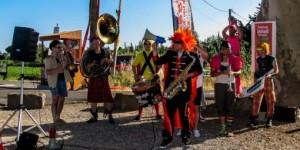 le-funky-style-brass-avait-mis-le-feu-a-la-premiere-soiree_739371_510x255