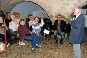le-conferencier-alban-pedrola-pendant-une-conference-sur_391476_516x343