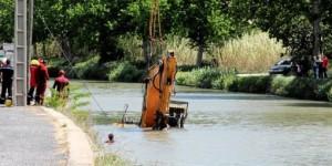 l-engin-de-chantier-s-est-retrouve-dans-l-eau_881774_510x255