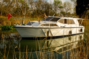 boat_cestlavie_outside_autumn