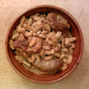 «Cassoulet.cuit» par GD. Guilhem06 21:37, 20 April 2007 (UTC) — Photographie personnelle. Sous licence Domaine public via Wikimedia Commons.