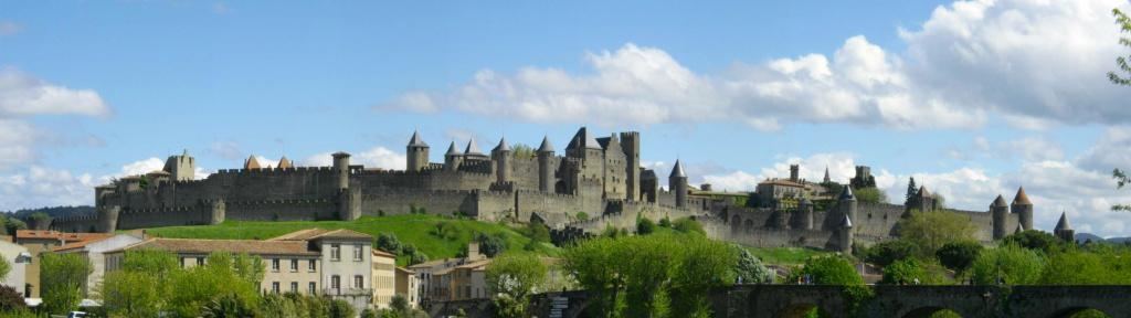 «Cité de Carcassonne» par Jondu11 — Jondu11. Sous licence GFDL via Wikimedia Commons.