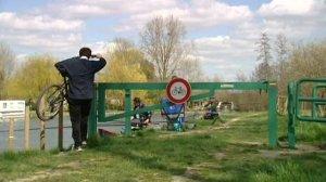 cyclistes_contre_pecheurs