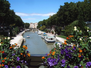1024px-Narbonne_Canal_de_la_Robine_from_Boulevard_Gambetta
