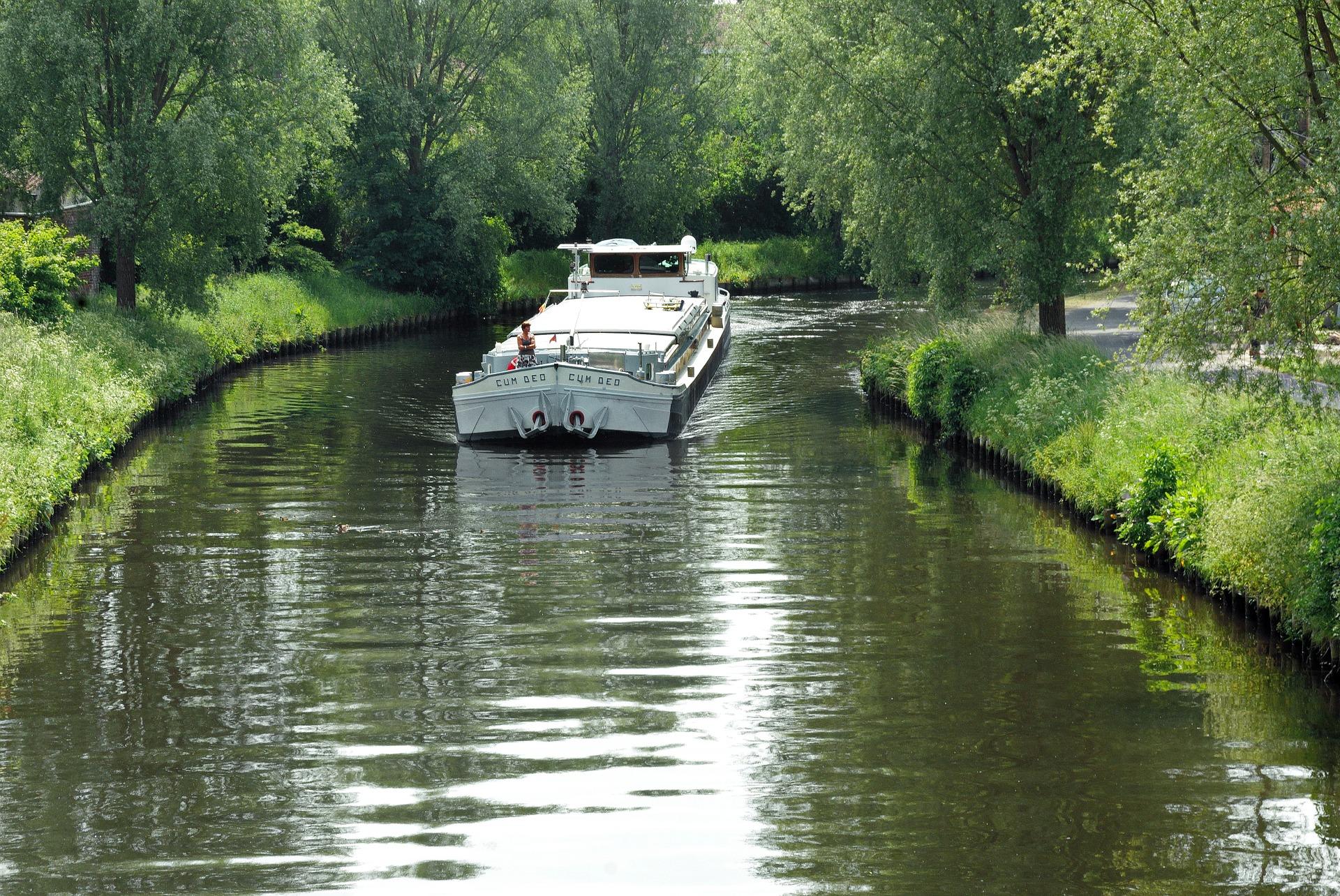 l 39 officiel du canal du midi d couvrez le canal du midi en louant un bateau avec click boat. Black Bedroom Furniture Sets. Home Design Ideas